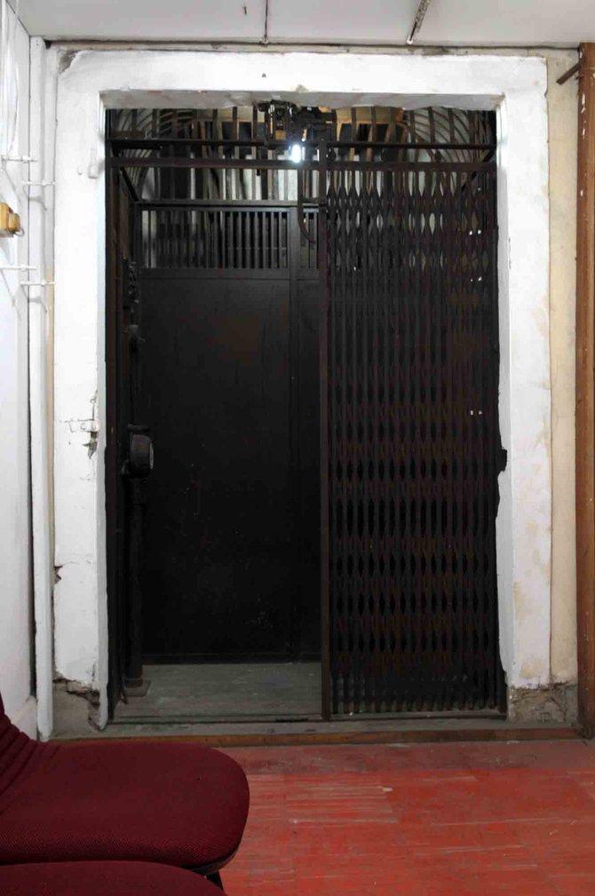 elevator indonesia pertama